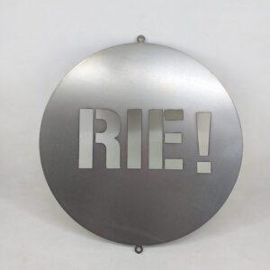 """Cartel circular """"Ríe"""" en chapa"""